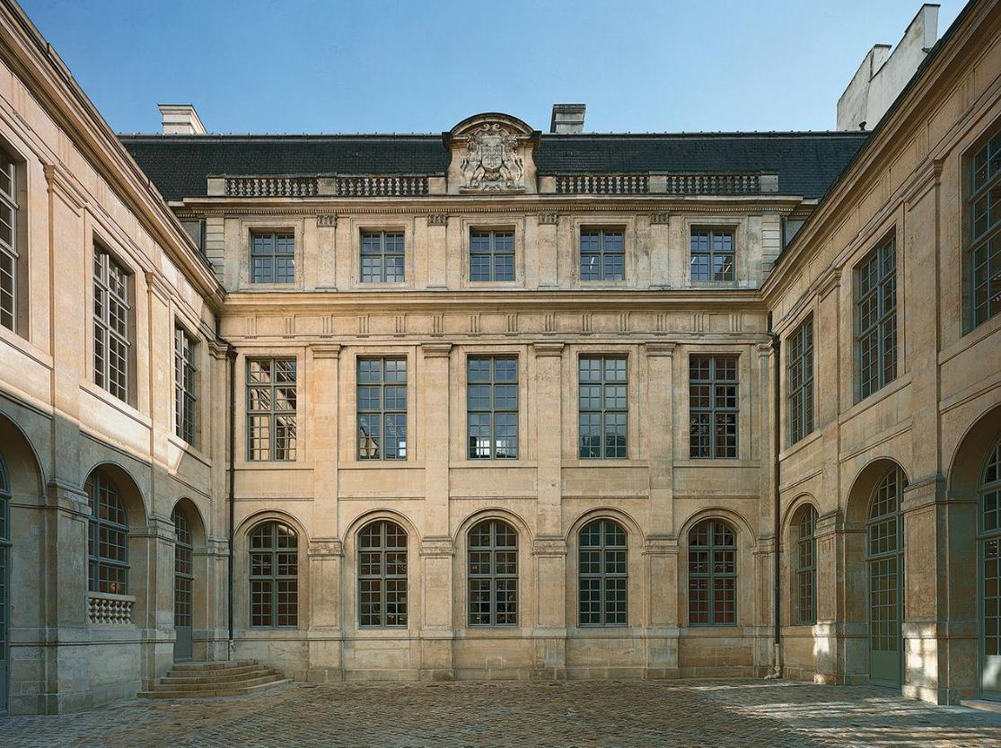 StyleAndMinimalism | Interiors | Céline Building