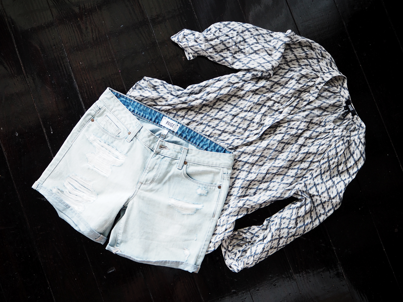 StyleAndMinimalism | Travel | Antigua | Paige denim shorts & blouse
