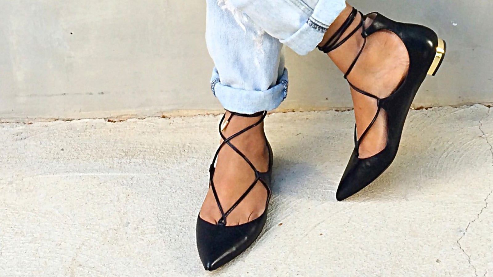 StyleAndMinimalism-The-Perfect-Lace-Up-Pointy-Toe-Flat-Feat