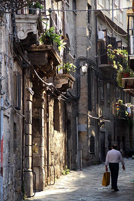 Style&Minimalism | Travel Bucket List 2016 | Palermo, Sicily | Street