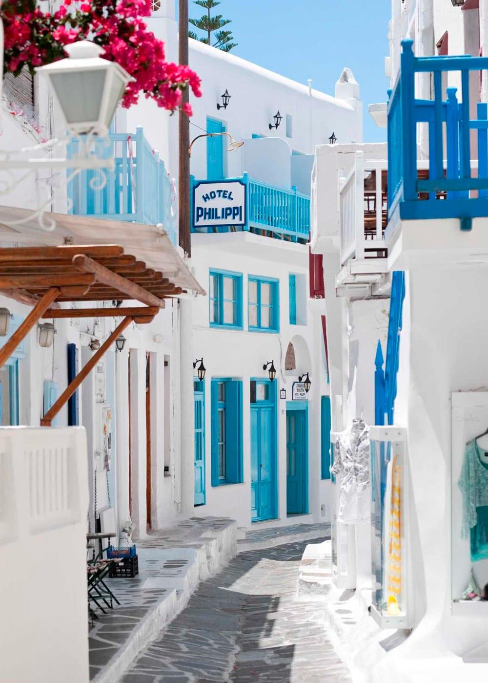 Style&Minimalism | Travel Bucket List 2016 | Santorini Streets
