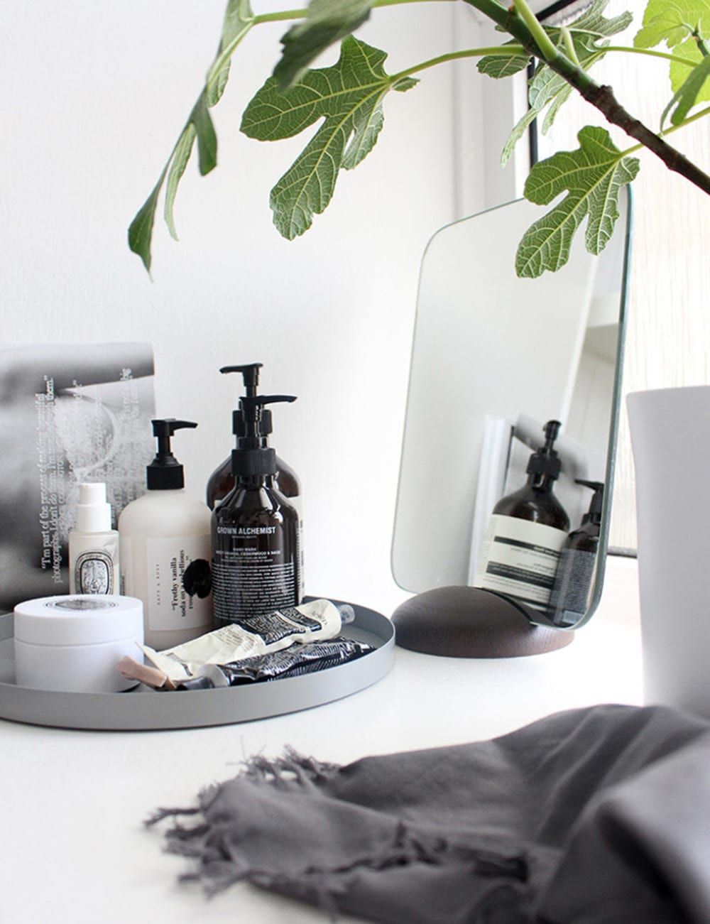 Styling Tips In Keeping With The Current Fashion Trends In: Minimal Bathroom Styling Tips