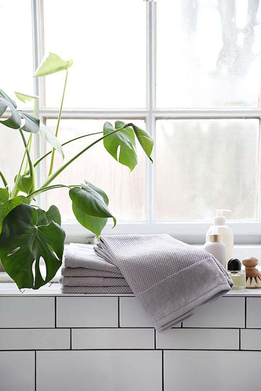 Style&Minimalism   Interior Inspiration   Minimal Bathroom Styling Tips