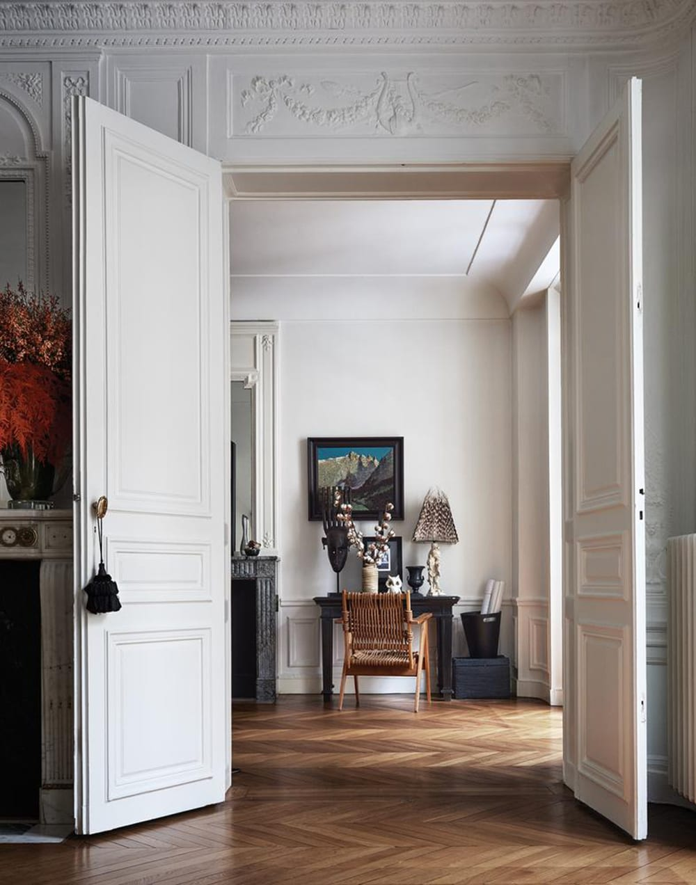 Clare waight keller 39 s paris apartment style minimalism for Apartment fashion