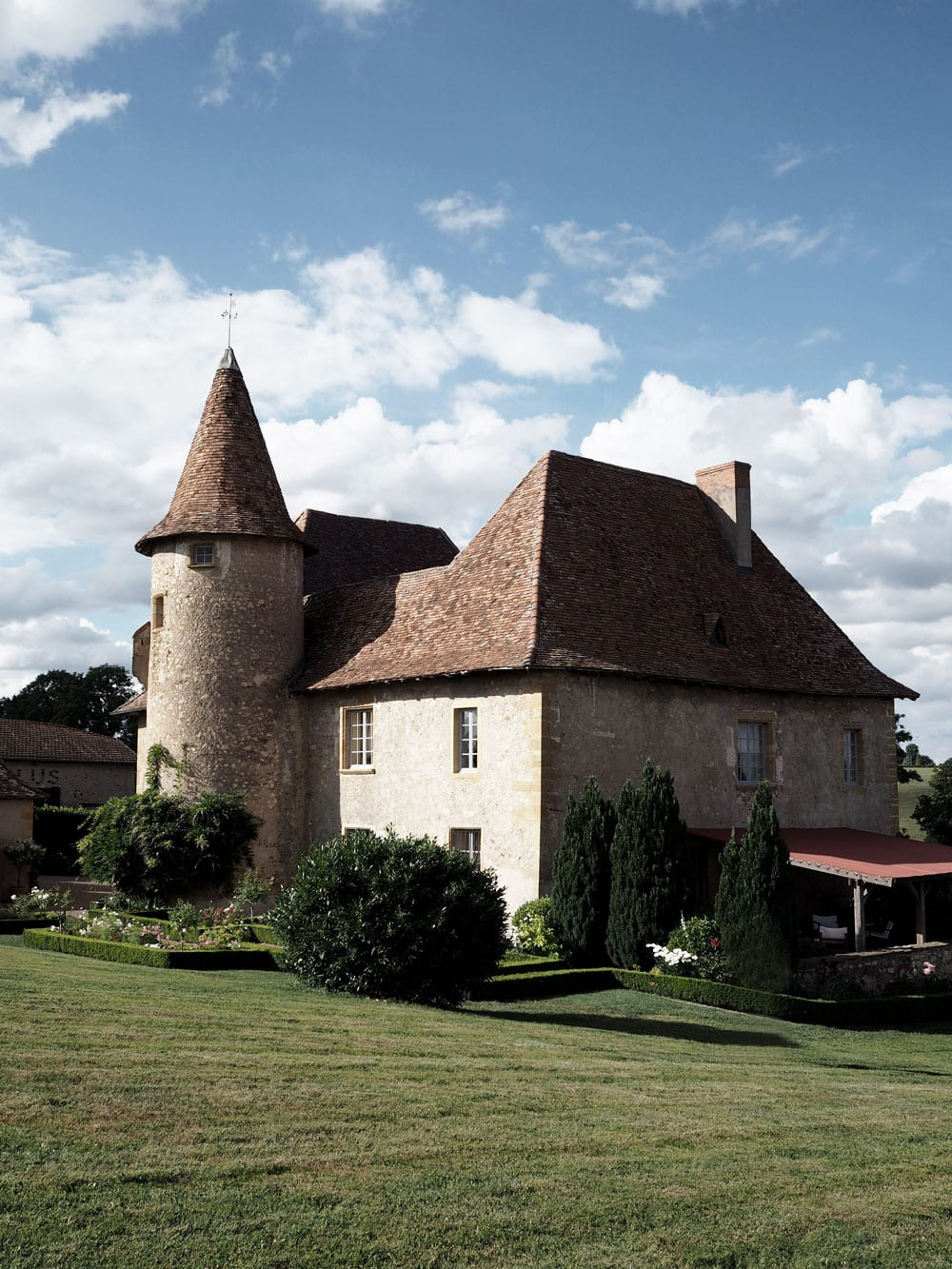 Style&Minimalism | Travel | Burgundy, France | 12th Century French Chateau