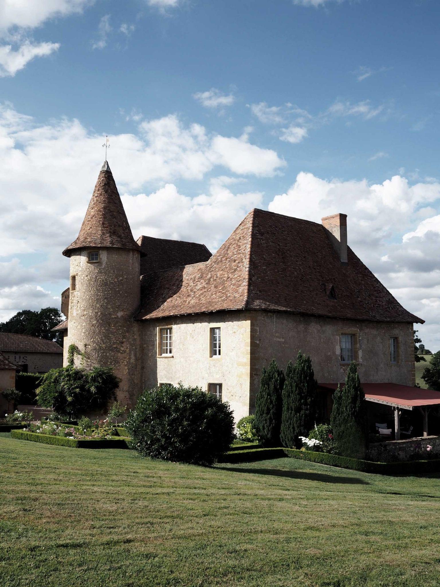Style&Minimalism | Travel | Burgundy, France | 12th Century French Chateau