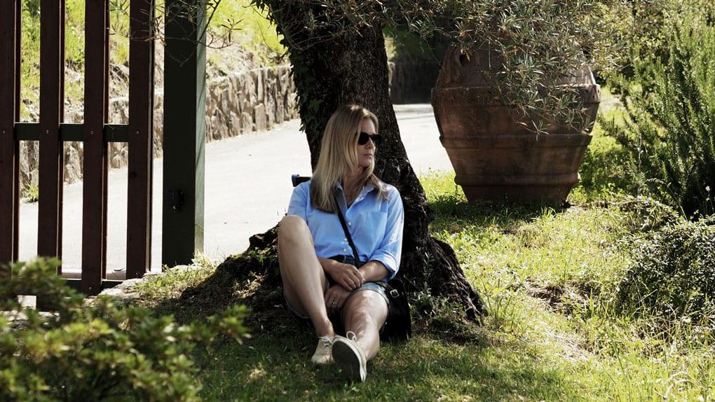 Style&Minimalism   It's Personal   Wearing ME+EM blue shirt, AYR denim shorts, Cambridge Satchel Company saddle bag, Robert Clergerie raffia flatforms