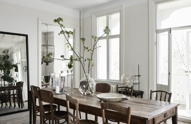 Wooden dining table and chairs | Home of Artilleriet's Owners